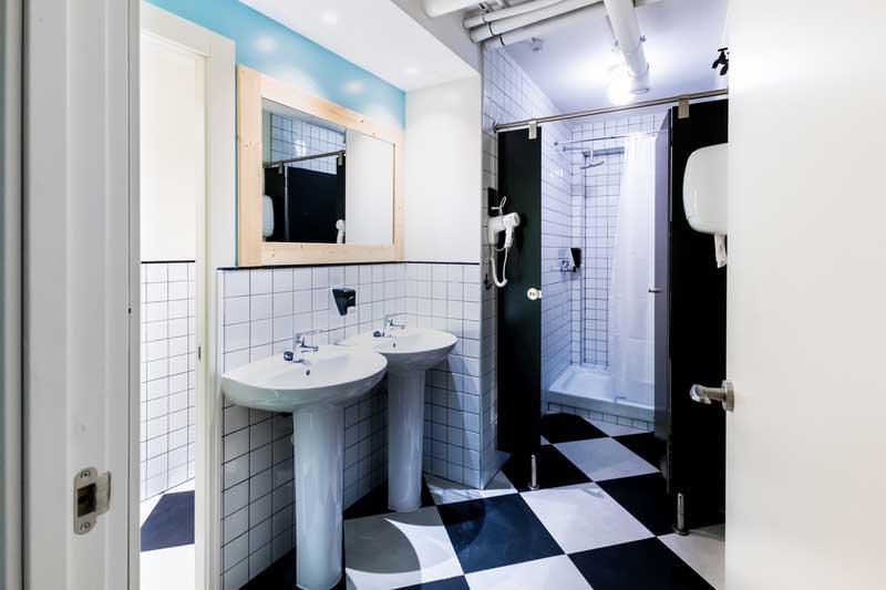 Far_home_hostel_mixta6_bano_privado_Bernabeu_008